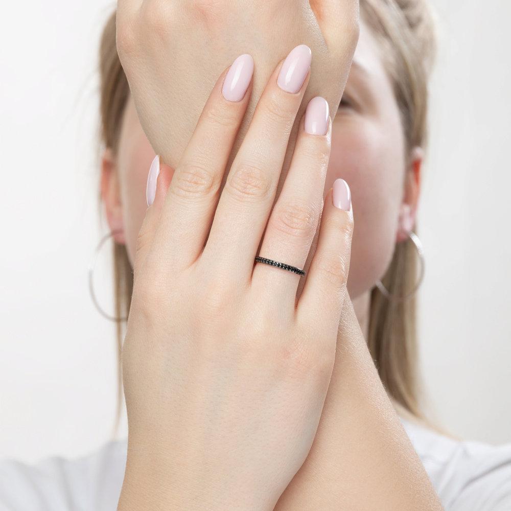 Серебряное кольцо с чёрными фианитами арт кс-437
