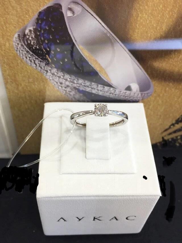 Золотое кольцо с бриллиантами  арт лбк-034